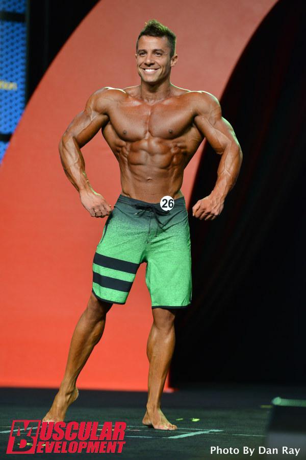 Diogo Montenegro se apresenta no palco do Mr. Olympia 2015. Foto: Dan Ray