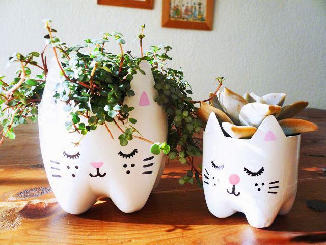 Membuat Pot Kucing Lucu Dari Botol Bekas 6