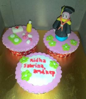 cup cake tema wisuda