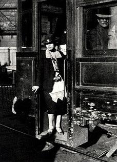Cobradora de Tranvía - Puerto-1920