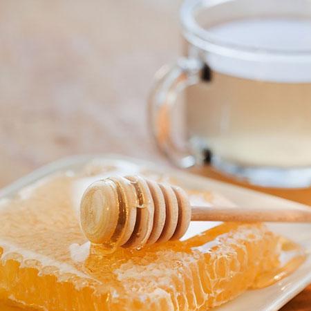 Mật ong là một loại thuốc bổ có thể nuôi dưỡng lá lách và thận.