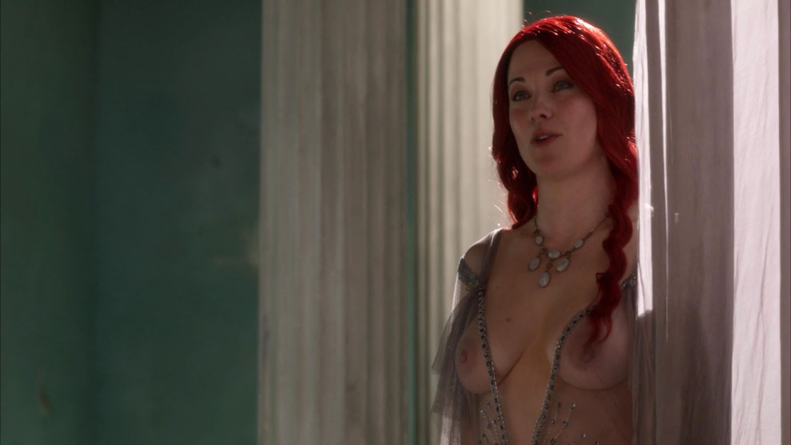 Lucy Lawless Nude Boobs in Spartacus: Blood and Sand