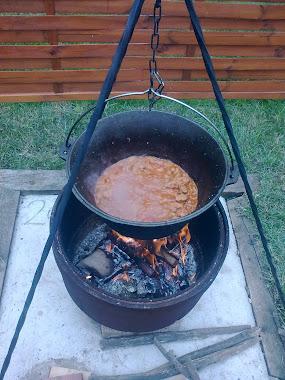 Bográcsban készült ételek.