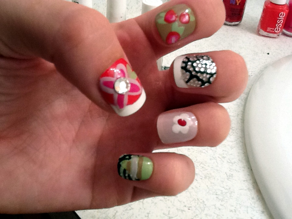 Nail DIY: 5 Ways to Paint Your Nails Floral - College Gloss