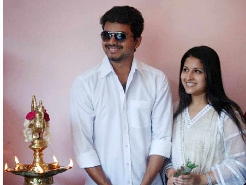 http://4.bp.blogspot.com/-4nZk7_h7qos/U03lmmUHljI/AAAAAAAADhA/Sw-7ro0wMo4/s1600/tamil-actor-vijay-son-daughter-saasha-photo-childhood-10.jpg