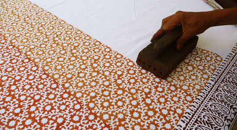 K Nakajima Woodblock Prints Estamos no Rajastão, norte da Índia. Vamos comprar um tecido ...