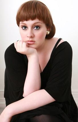 Adele posando con flequillo o cerquillo