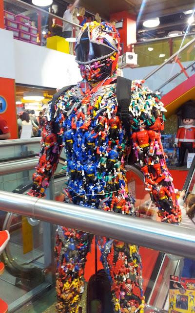 Hamleys, London, Toys, Power Ranger, Power Ranger statue