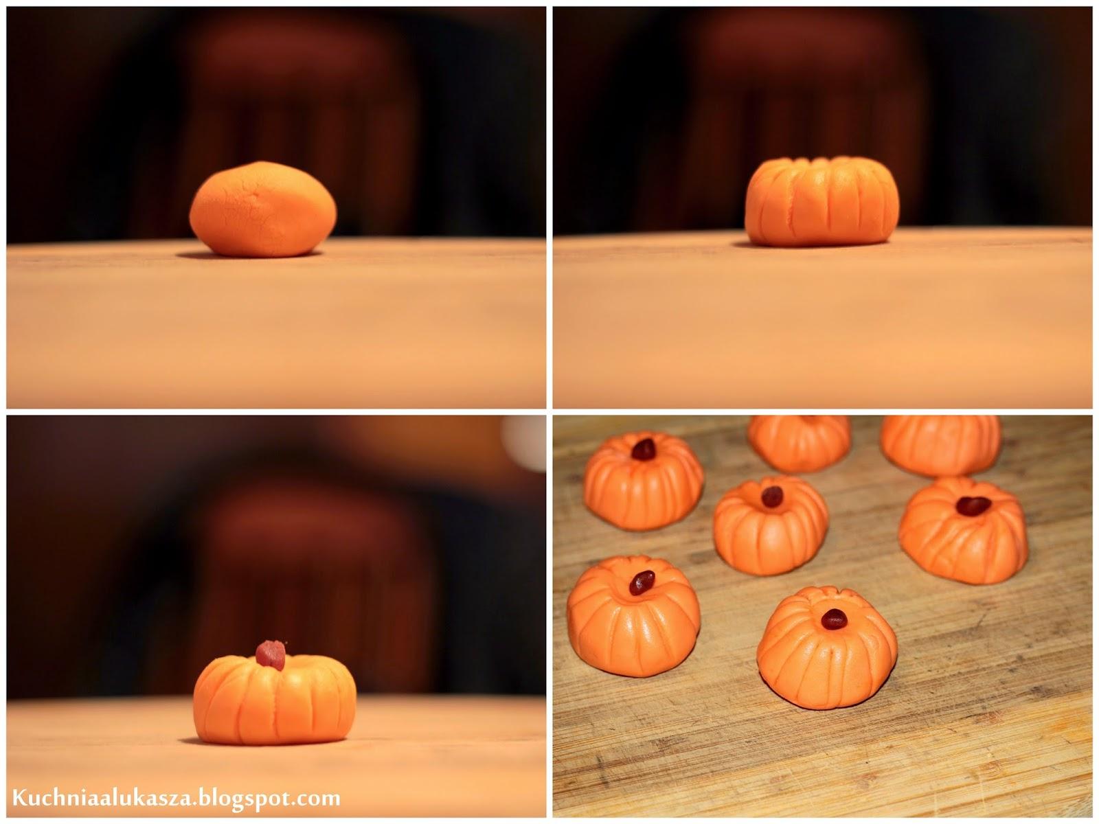 Sernik dyniowy na Halloween.