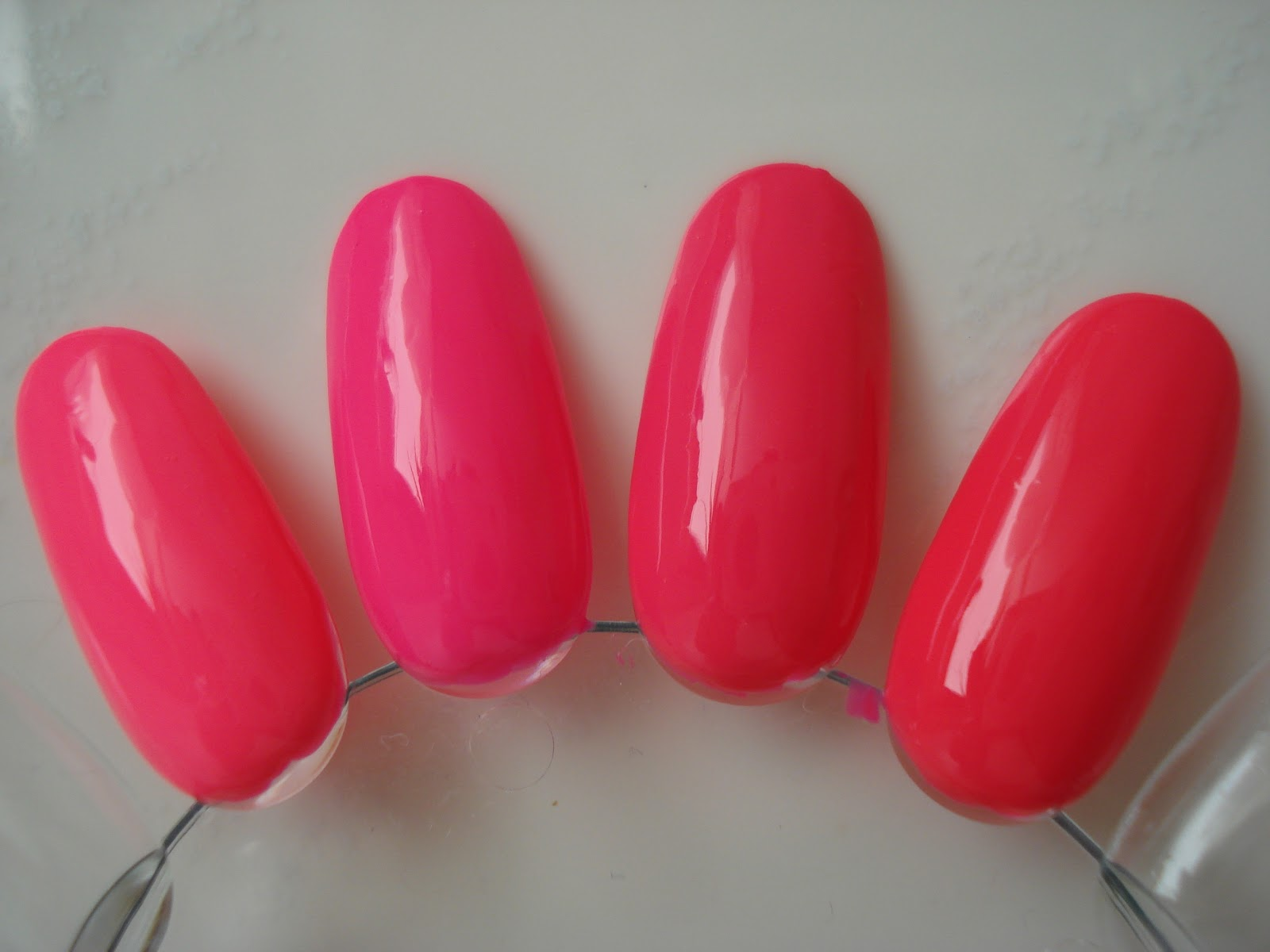 Little Miss Nailpolish: Comparison neon pink nail polishes - any dupes?