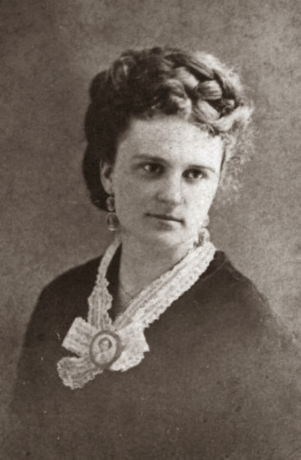 the storm by kate chopin point of view The storm by kate chopin the rain was coming down in sheets obscuring the view of far-off cabins and enveloping the distant wood in a gray mist.