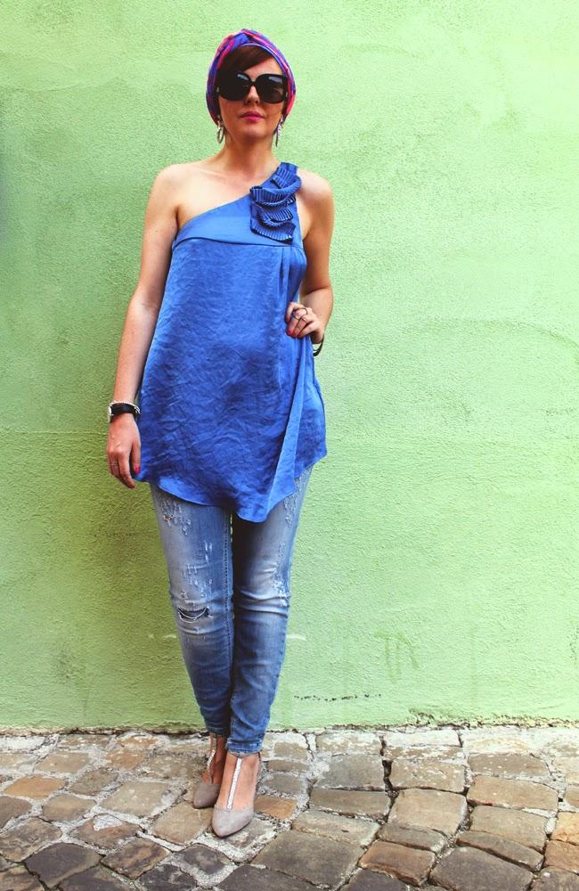 Outfit: top monospalla Liu Jo, turbante e scarpe con mezzo ...
