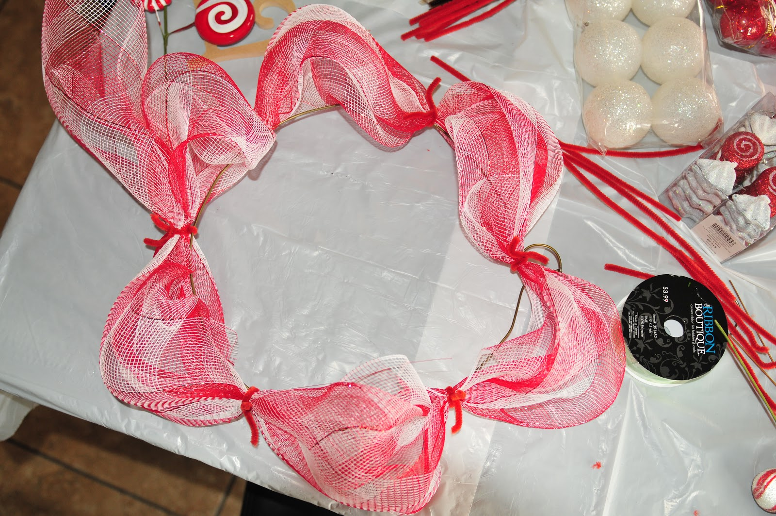 DIY Til We Die: Easy Christmas mesh wreaths!
