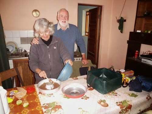 CP4/AL4Q Volker und Margit in der Missionsküche