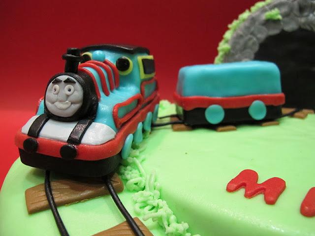 Skaccia kitchen trenino thomas cake