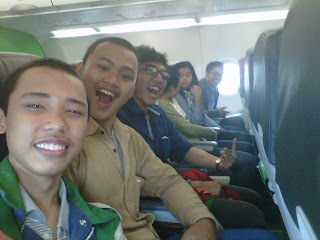 Di pesawat udara saat terbang dari bandara Ngurah Rai