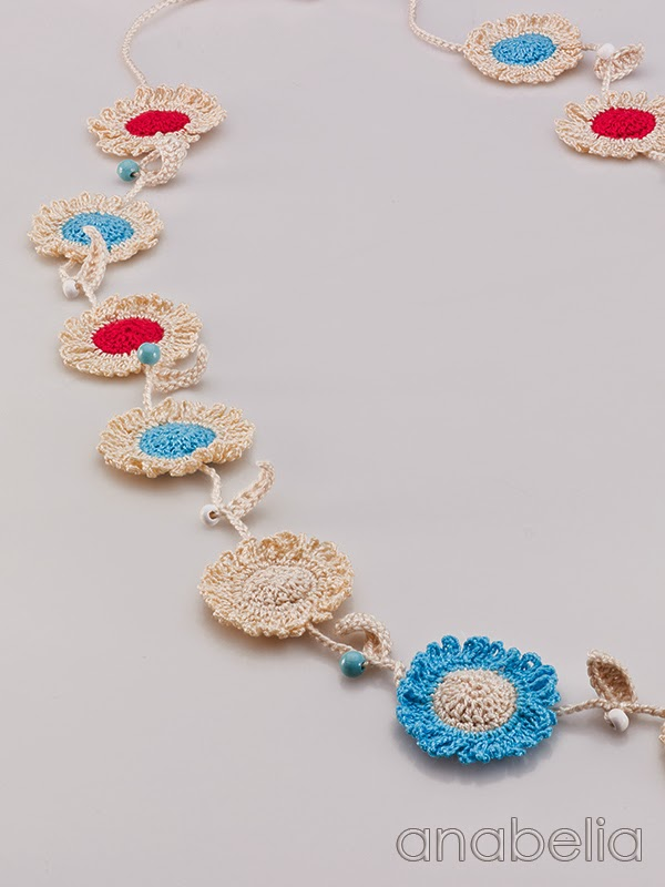 Sunflowers-crochet-necklace-Anabelia