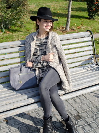 fashion_blogger_diyorasnotes_shades_of_grey_look_of_the_day_grey_jumper_mango_jeans_asos