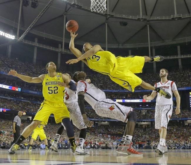 Баскетболист из Мичигана Трей Берк бросает вызов физике.
