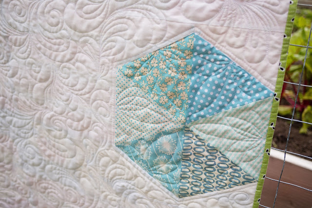feathered swirls quilting