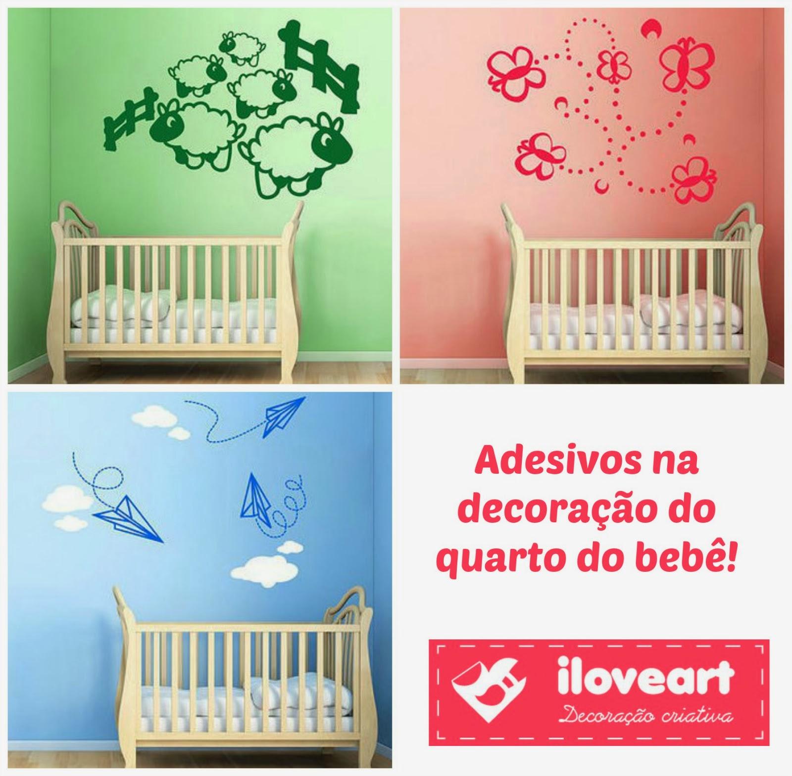 Adesivo de parede decorativo sobre o berço do bebê
