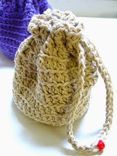 http://www.simplyshoeboxes.com/2012/06/simple-crocheted-stand-up-drawstring.html