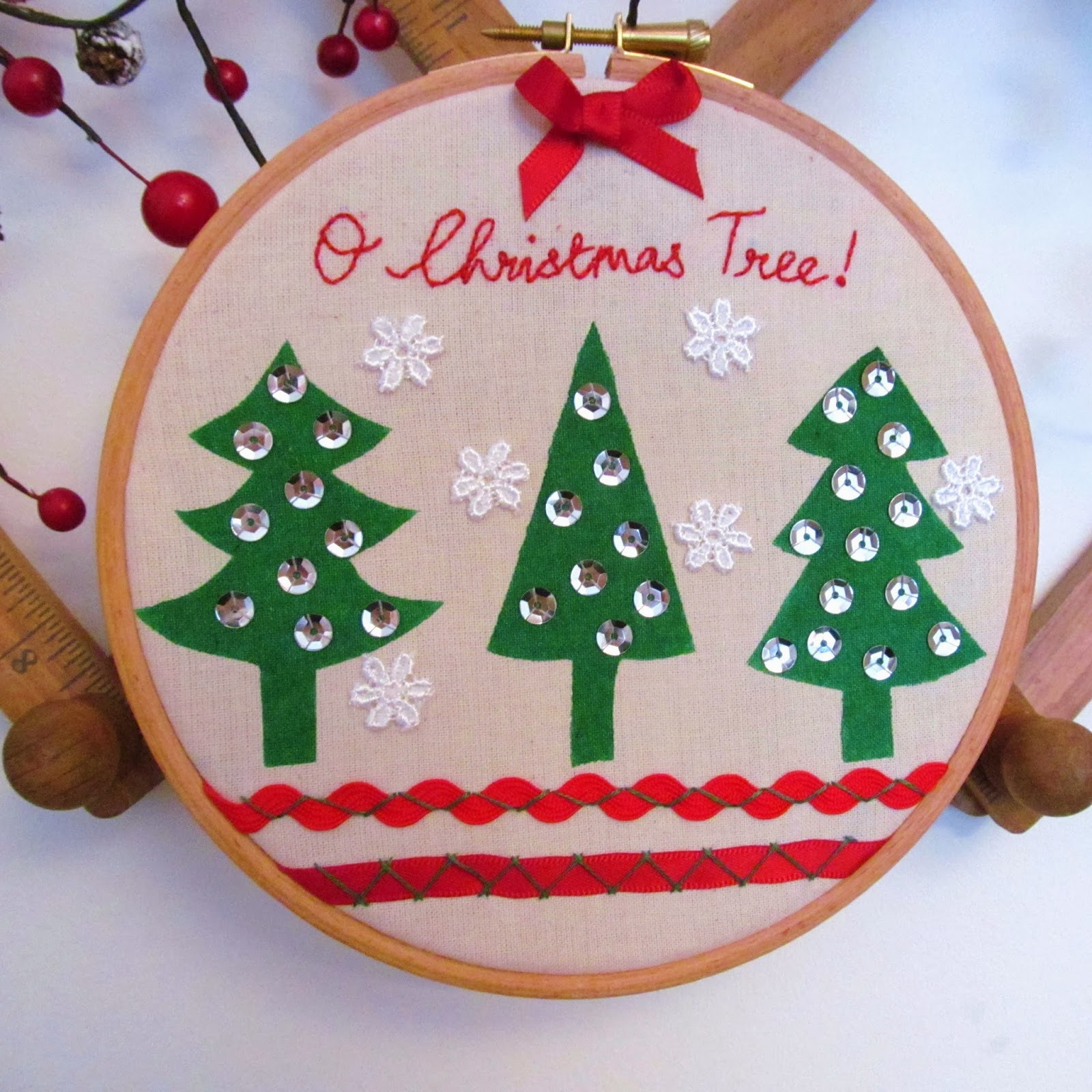 Angharad christmas tutorial festive embroidery hoop