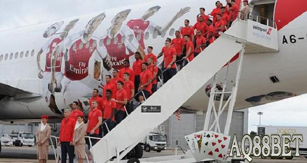 """Liputan Bola - Klub asal London, Arsenal sudah bertolak ke negara Singapura pada Minggu (12/7/2015) malam untuk melakoni laga pra musim di Asia Tenggara, Singapura. """"The Gunners"""" akan menjajal klub Singapore Selection pada Rabu 15 Juli 2015 di Nacional Stadium."""
