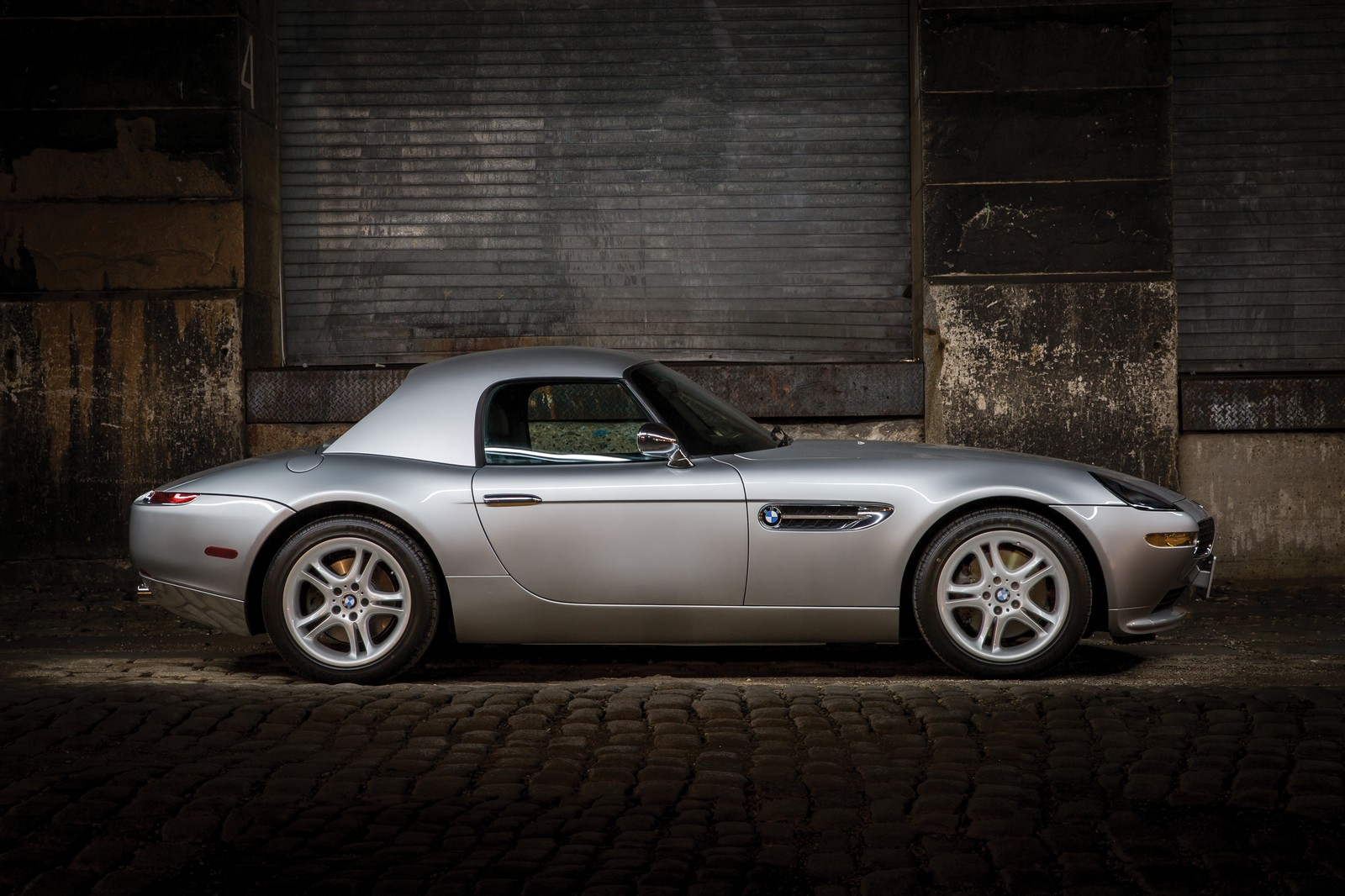 silver bmw z8 roadster with only 550 miles being sold on january 28 carscoops. Black Bedroom Furniture Sets. Home Design Ideas