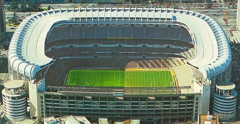 Ley antitabaco 2011 pol mica en los estadios de f tbol for Puerta 8 bernabeu