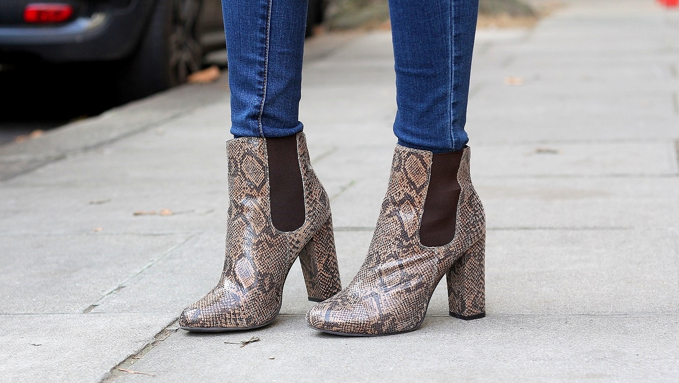 peexo fashion blogger wearing snake print ankle boots