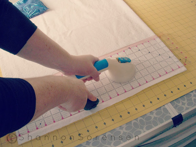 how to cut fabric straight without ruler slipping