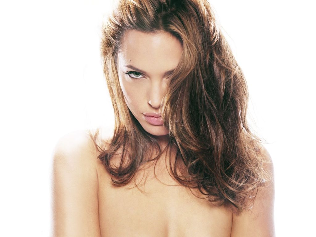 angelina jolie no clothes
