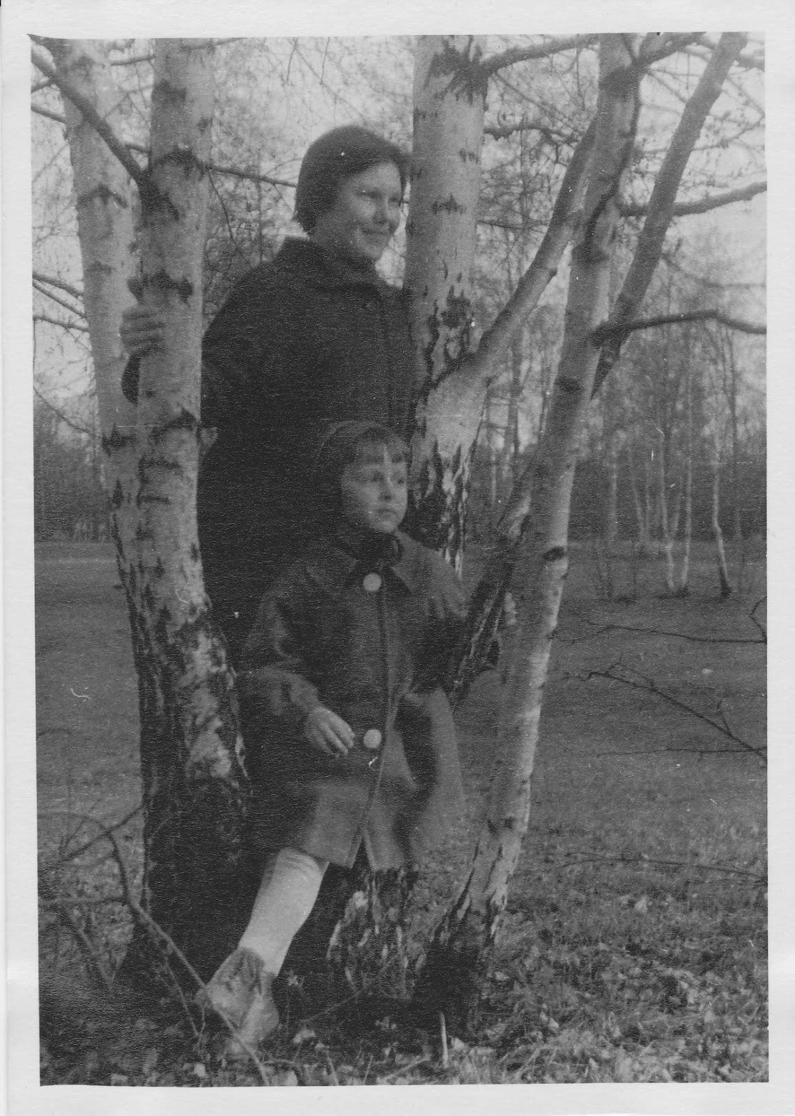 Старые тётки с мальчиками 22 фотография