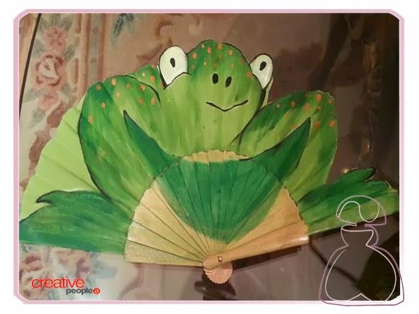 Abanico pintado a mano por Sylvia López Morant modelo Rana.