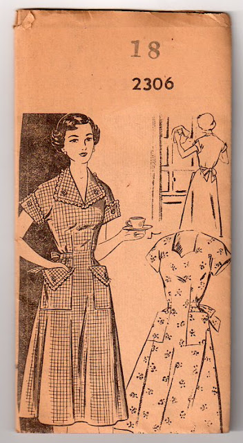 1940s dress piping pocket vintage dress pattern Just Peachy, Darling