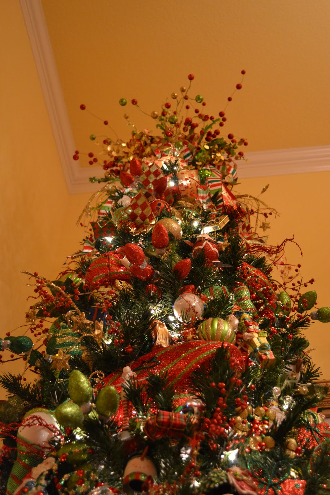 Christmas Tree Decorating With Wire Ribbon : Kristen s creations decorating a christmas tree with mesh
