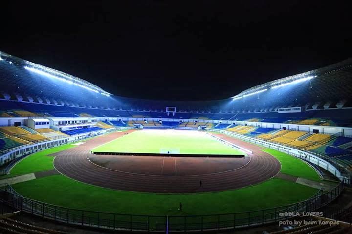 Stadion GBLA malam hari