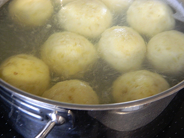 Dr Ola's kitchen: German Potato dumplings. Kartoffelklöße. كرات ...