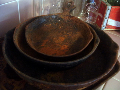 how to clean rust off cast iron bbq skillet