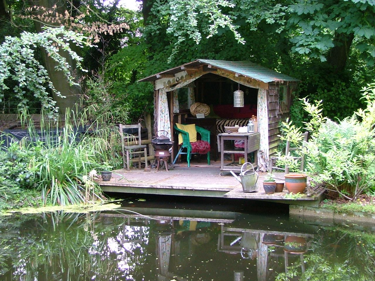linda 39 s derbyshire diary lifestyle envy in the secret garden. Black Bedroom Furniture Sets. Home Design Ideas