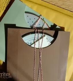 http://lasmanualidades.imujer.com/2009/08/16/bonitos-sobres-para-tus-cds
