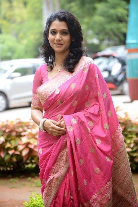 urmila gorgeous looking shoot in pink saree photo gallery