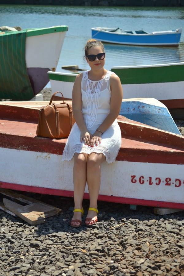 look_outfit_vestido_blanco_crochet_encaje_sandalias_bicolor_nudelolablog_02
