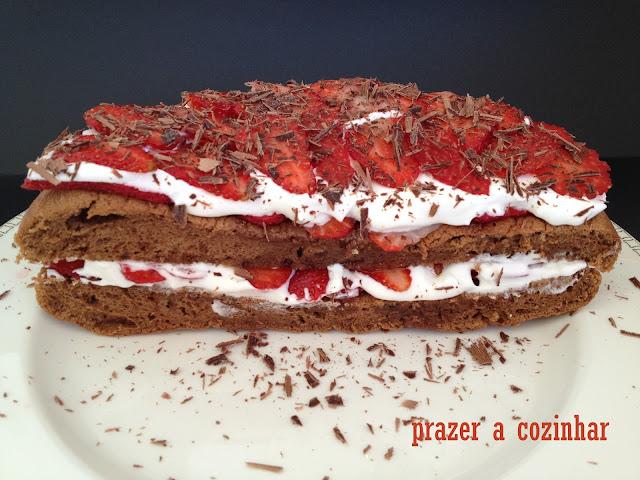 prazer a cozinhar - floresta negra de chocolate com morangos