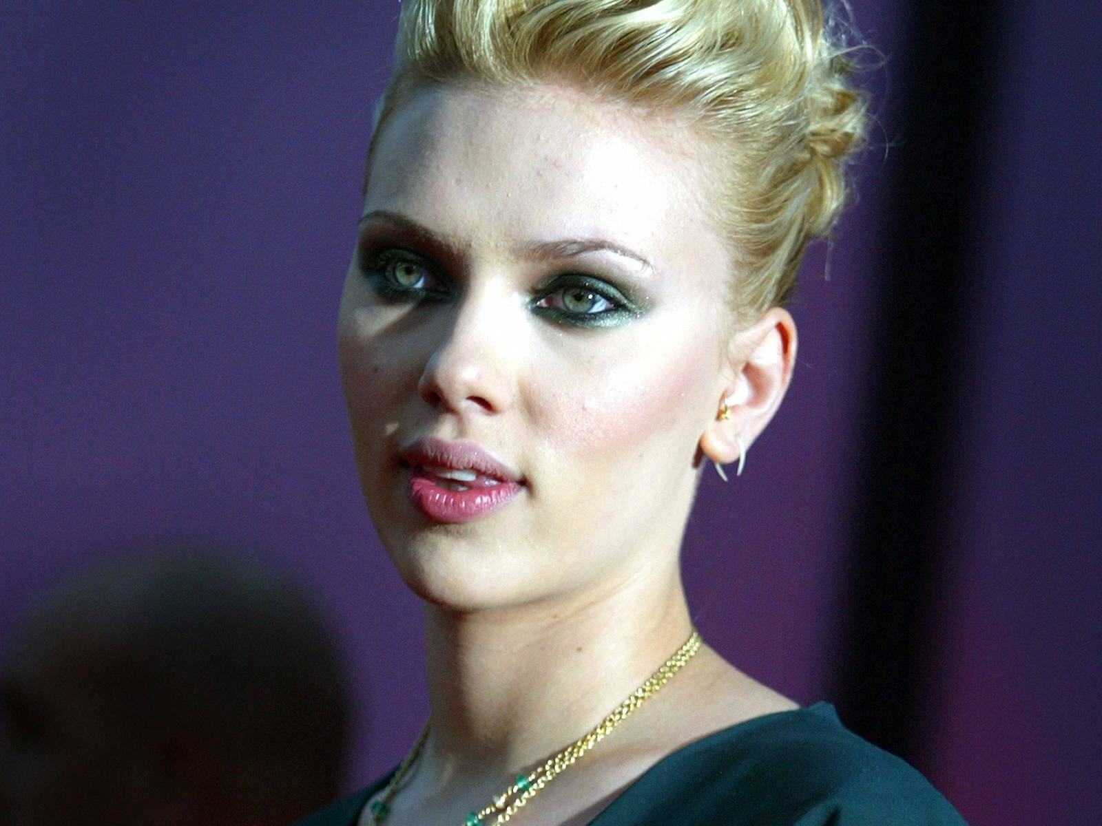 http://4.bp.blogspot.com/-4sIS5SctqLA/Tr0of09Jr3I/AAAAAAAAI9I/GPQGmQ6E_L4/s1600/Scarlett_Johansson_Wallpapers_hot_lips.jpg