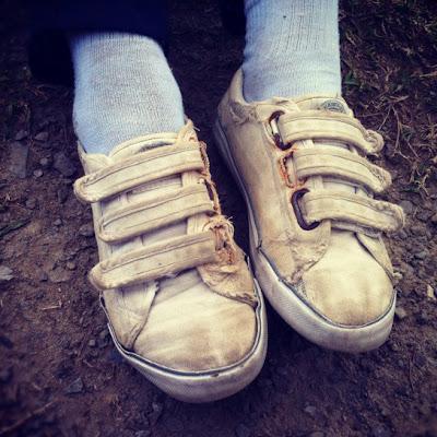 kasut sekolah lusuh