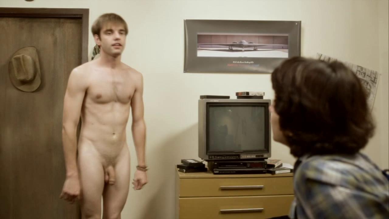в кино голые парни молодые