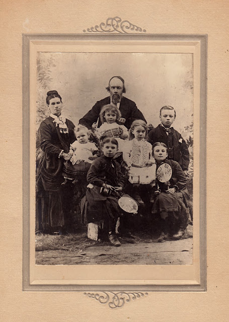 Tom Scott,Eliza Scott, Elsie Scott, William Scott, Jane Scott and Christian Scott