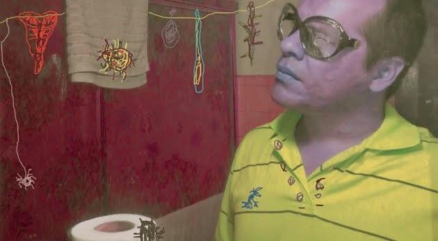 Autorretrato con lentes y cucarachón sobre papel toillet y amiguitos del bosque / 2014